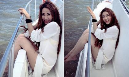 Ngân Khánh đẹp rạng rỡ như 'thiên thần' trên biển