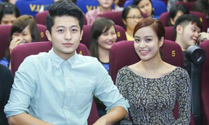 Hoàng Thùy Linh đi xem phim cùng 'bạn trai tin đồn'