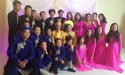 Bố mẹ Hoài Linh hát cùng con cháu trong đám cưới vàng