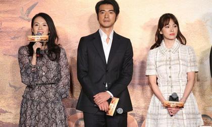 Song Hye Kyo mặt lạnh lùng khi đứng gần Chương Tử Di