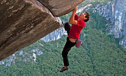 Tay không chinh phục đỉnh núi cao 762 mét