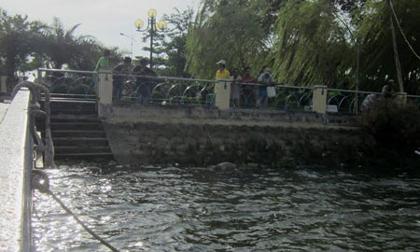 Tá hỏa phát hiện xác người nổi trên sông Sài Gòn