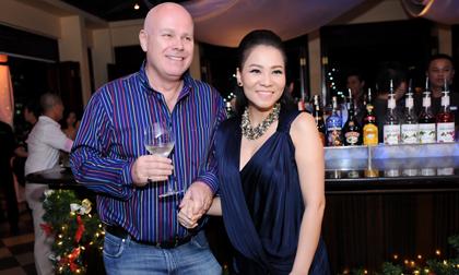 Thu Minh 'bế' bụng bầu dự tiệc cùng chồng đại gia
