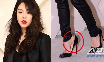 Kim Min Hee bị soi đi giày rộng tới dự sự kiện