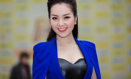 Á hậu Thụy Vân diện 'style công nương' đi làm giám khảo