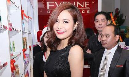 Hoàng Thuỳ Linh kiêu sa dự event khai trương showroom Eveline