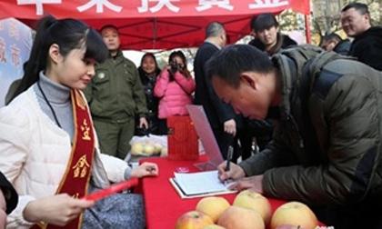 Cửa hàng gây sốc với chiêu: Đổi 1 thỏi vàng bằng... 2 quả táo