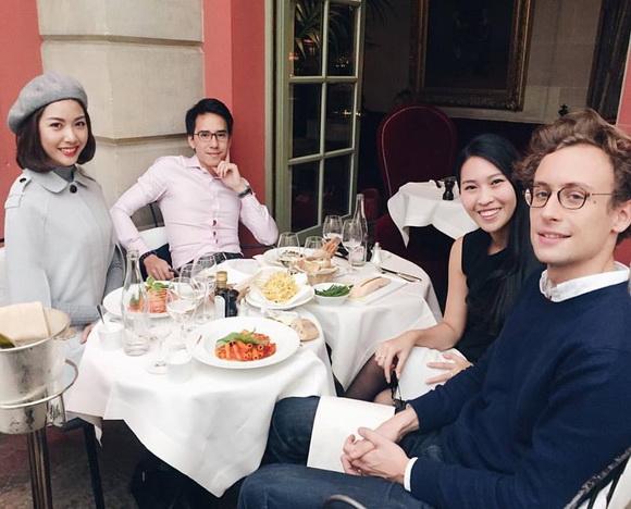 Á hậu Thúy Vân gặp gỡ Luis Figo 5