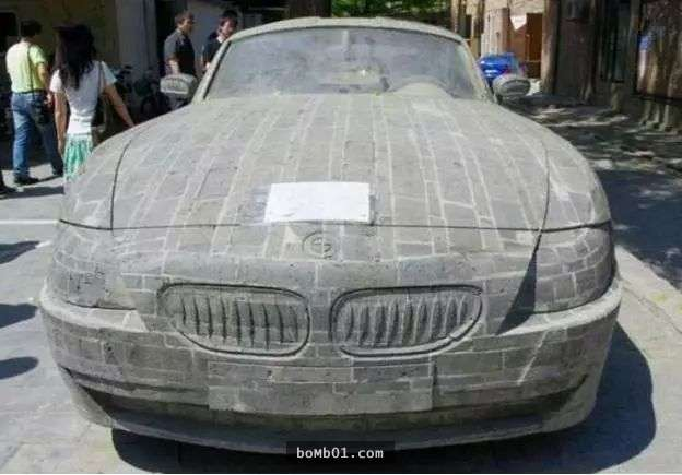 Người đàn ông nghèo đã khiến tất cả vô cùng bất ngờ, điêu khắc tảng đá thành siêu xe, siêu xe BMW