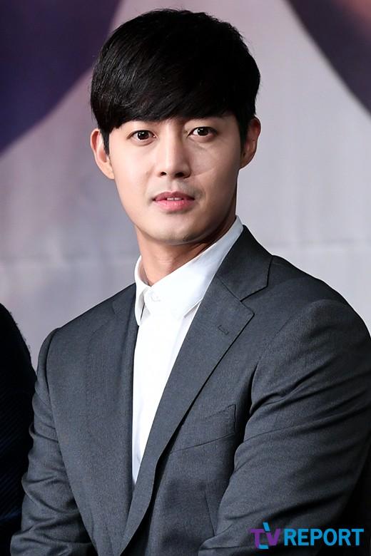 4 năm ở ẩn vì scandal kim hyun joong lần đầu trải lòng về con trai
