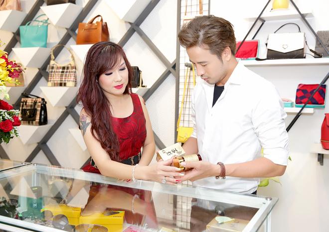 Đoàn Thanh Tài,Kavie Trần,mua hàng xách tay từ Mỹ