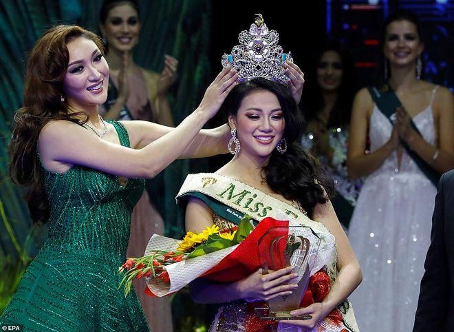 Sau nghi án mua giải của Phương Khánh, đến lượt người đẹp Canada và Anh tố bị quấy rối tình dục ở Miss Earth