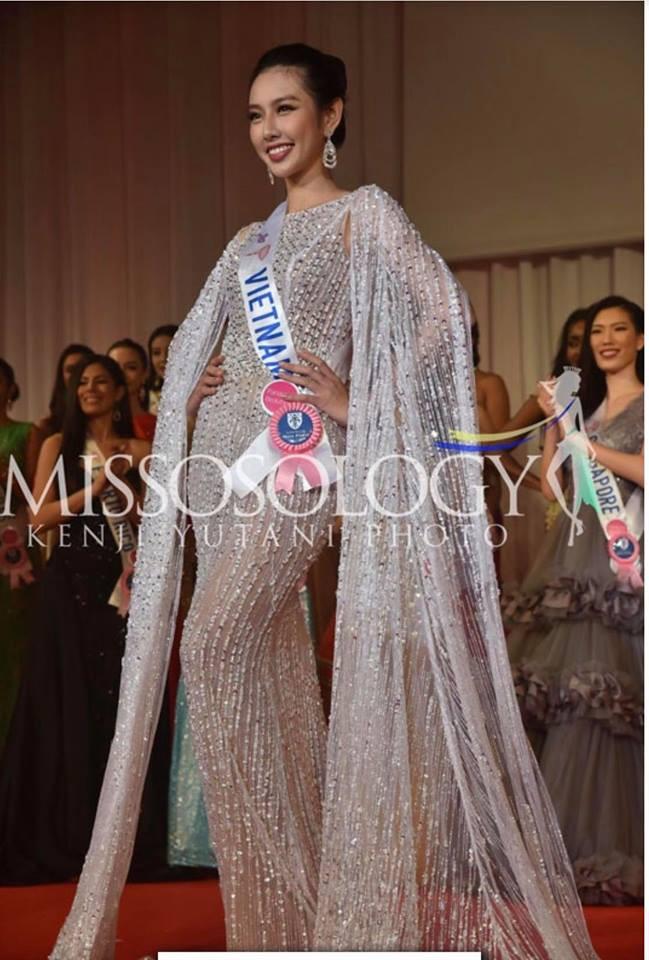 Miss International,Nguyễn Thúc Thùy Tiên,Thùy Tiên suýt ngã khi mặc quốc phục