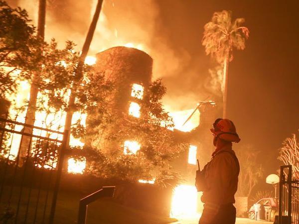 nhà của mẹ Kim bốc cháy,Kris Jenner,sao Hollywood