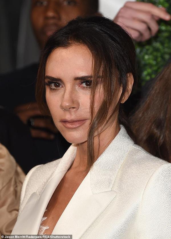 Victoria Beckham thể hiện phong cách đẳng cấp trên thảm đỏ tại People's Choice Awards