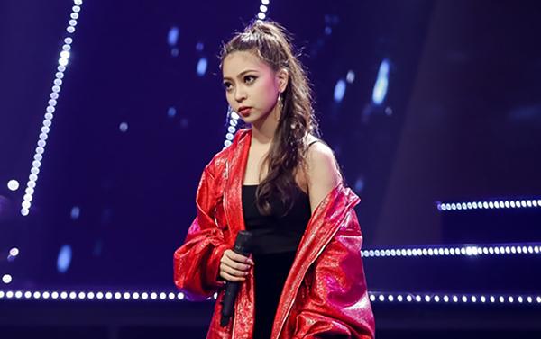 Hot girl động viên tuyển thủ Việt Nam trước trận gặp Campuchia