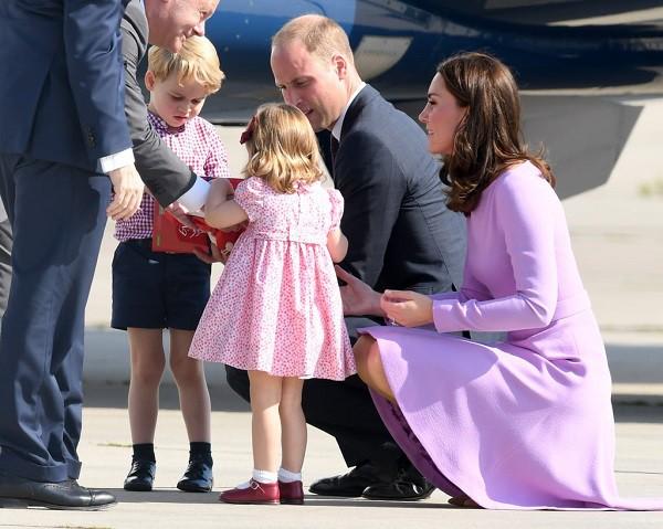 gia đình Hoàng gia Anh dạy con, Nuôi dạy trẻ, Dạy con