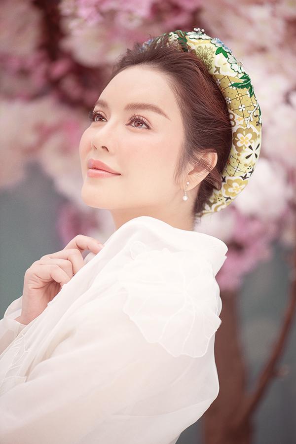 Lý Nhã Kỳ,Lý Nhã Kỳ mặc áo dài,sao Việt