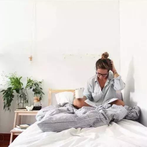 chăm sóc sức khỏe, lưu ý không để thứ này trên đầu giường, những thứ không nên để trên đầu giường tránh ảnh hưởng sức khỏe