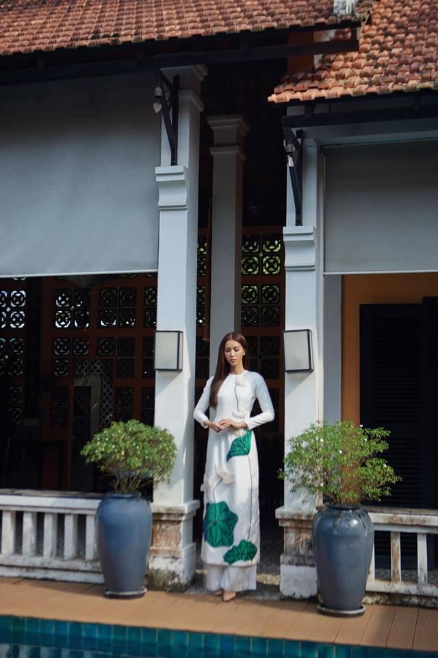 Minh Tú,Minh Tú mặc áo dài,sao Việt
