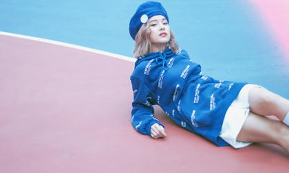 Hoàng Yến Chibi gợi ý mix đồ thể thao trẻ trung chỉ từ một chiếc váy