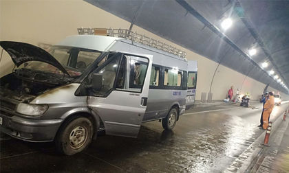 Xe tang cháy trong hầm Hải Vân, người nhà khiêng quan tài tháo chạy khẩn cấp