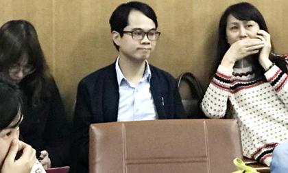 BS Phong xuất hiện trong buổi gặp gỡ báo chí ở Bệnh viện Bạch Mai