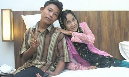 2 năm hậu lấy chồng 16 tuổi, giờ bà lão 71 phải thường xuyên đến phòng khám vì kiệt sức