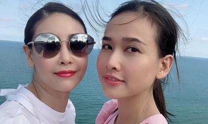 Hà Kiều Anh trẻ trung như gái 18 hội ngộ Dương Mỹ Linh khi du lịch tại Mũi Né