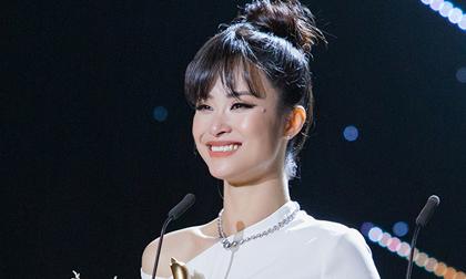 """Đông Nhi bật khóc nức nở khi nhận giải thưởng """"Ca sĩ của năm"""" trong lễ trao giải Cống Hiến 2019"""