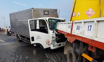 Ô tô tải tông xe cẩu đang dừng kiểm tra sự cố, 2 tài xế thiệt mạng