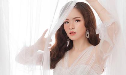 'Gái hai con' Đan Lê hóa công chúa mơ màng trong tà váy trắng tinh khôi