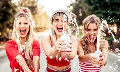 Khoa học chứng minh: Phụ nữ đi chơi với bạn 2 lần/tuần sẽ khỏe mạnh hơn