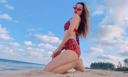 Người mẫu Quỳnh Châu khoe ba vòng gợi cảm 'đốt mắt' người nhìn