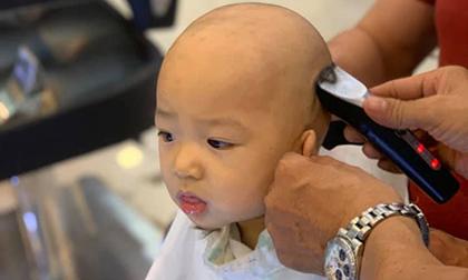 Khoe ảnh con trai ngoan ngoãn ngồi hớt tóc, Thuý Diễm bất ngờ bị cư dân mạng nhắc nhở