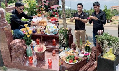 Tròn 49 ngày mất, diễn viên Minh Luân đến mộ thắp hương cho nghệ sĩ Anh Vũ
