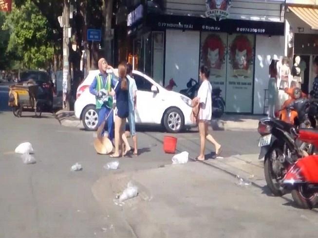 Công an vào cuộc vụ chị lao công bị chủ shop quần áo đánh vì bị nhắc nhở xả rác