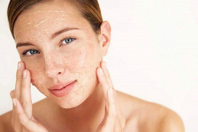 Tẩy da chết theo 4 cách này, da của bạn sẽ chịu hậu quả tồi tệ