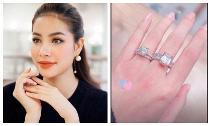 Đã khoe thì khoe cho đáng, nhìn hai chiếc nhẫn kim cương khủng trên tay Phạm Hương sẽ rõ