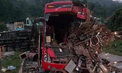 Vụ xe tải va chạm kinh hoàng với xe khách khiến 40 người thương vong: Chuyển gấp nhiều nạn nhân lên Hà Nội