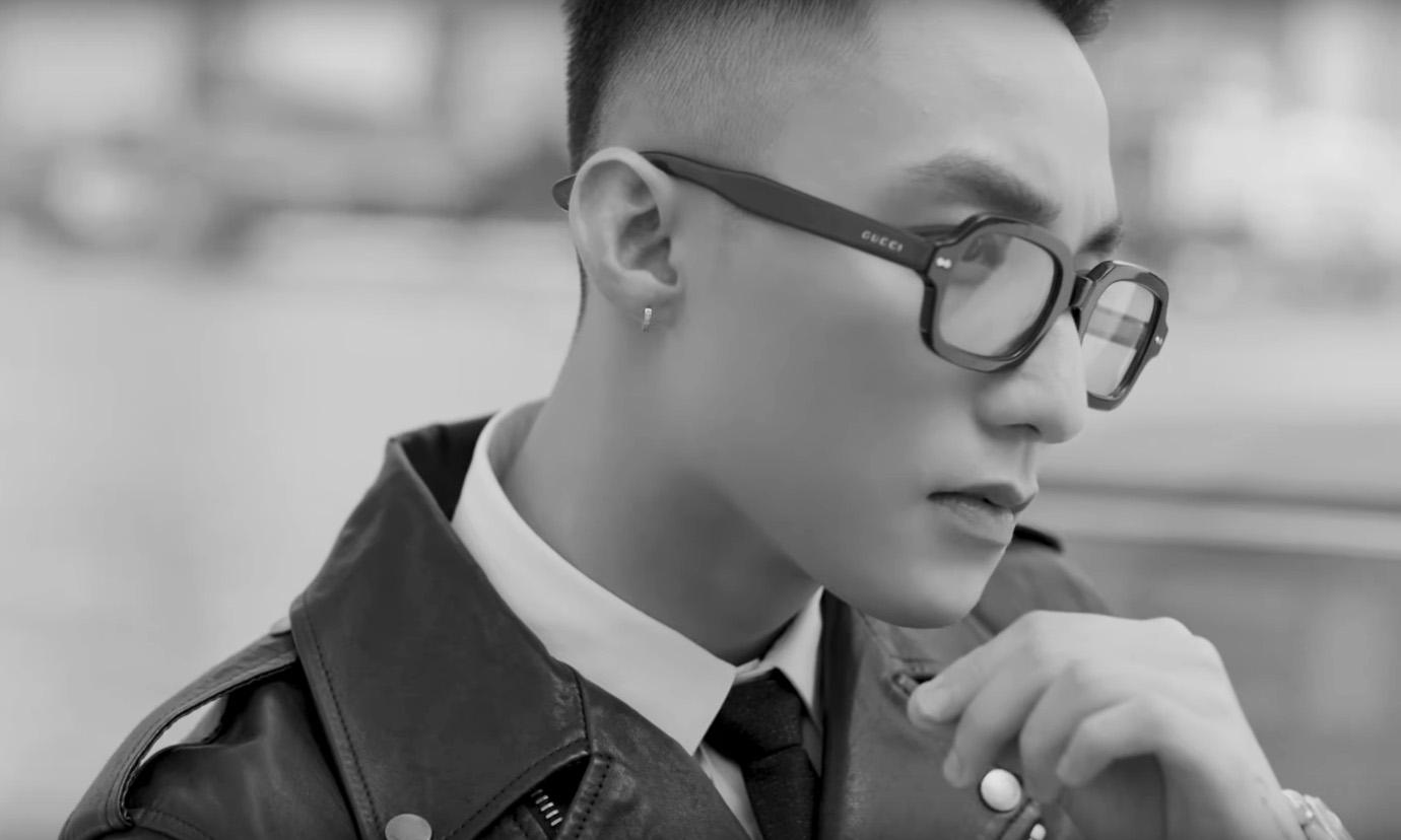 Tuyên bố trở lại với dự án đầu tiên trong năm 2019, Sơn Tùng M-TP gây bất ngờ với hình ảnh chững chạc