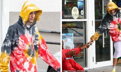 """Justin Bieber đúng là chàng trai """"vàng"""" trong làng showbiz: Đi mua đồ tiện tay biếu người vô gia cư tiền triệu"""