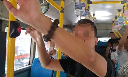 Người đàn ông 'tự sướng' trên xe buýt ở Hà Nội khai gì?