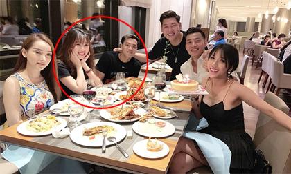 Bức ảnh hiếm hoi Văn Toàn và bạn gái xinh đẹp xuất hiện cùng một khung hình
