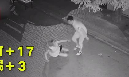 Cãi nhau với bạn gái, gã trai vô cớ hành hung cô gái đi đường gây phẫn nộ