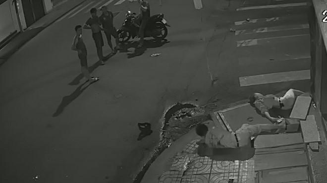Vụ cô gái bị tai nạn nằm bất động: Dân mạng 'lạnh người' bởi sự vô cảm của những người đi đường