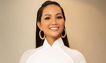 Hoa hậu H'Hen Niê khác lạ với mái tóc dài, duyên dáng trong tà áo dài trắng