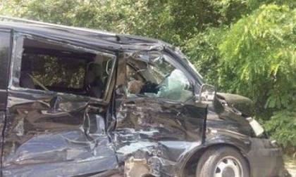 Đoàn xe của Tổng thống Ukraine đâm nhau với xe buýt