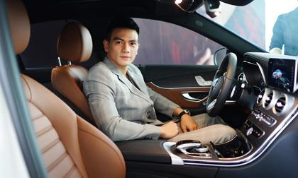 Người mẫu Lê Xuân Tiền tậu xế hộp tiền tỉ, cùng NTK Đỗ Mạnh Cường tới nhận xe