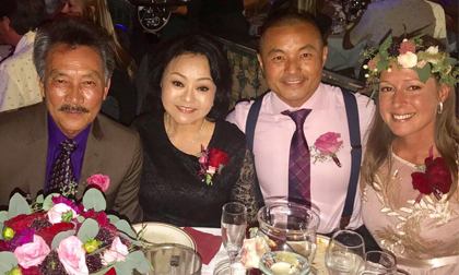 Đám cưới ấm cúng của con trai danh ca Hương Lan với người vợ ngoại quốc